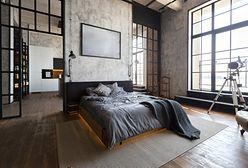 Industrialne ściany z przeszkleniami. Loftowy styl i niesamowity klimat