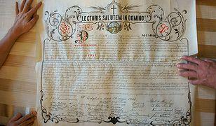 Znaleźli ponad 100-letni list podczas remontu kościelnej wieży w Krakowie