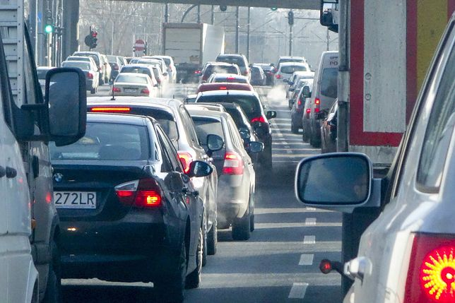 Katowice. Korki na trasie. Autostrada A4 zablokowana przez rozlany beton
