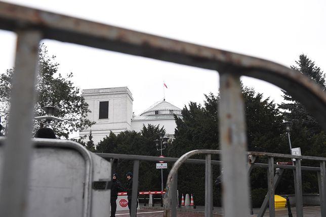W październiku konserwator zabytków wydał negatywną decyzję ws. budowy płotu