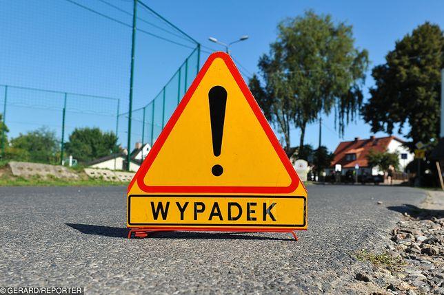 Na ulicy Marynarskiej w Warszawie do doszło do wypadku drogowego, w którym zderzyły się dwa samochody osobowe. Jeden z pojazdów dachował.