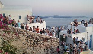 Tłumy turystów na Santorini