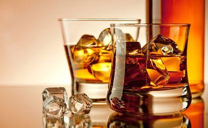 Polacy piją coraz więcej szkockiej. Do Polski przyjechały miliony butelek