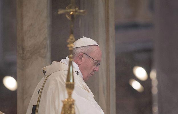 """""""Ej, Franek"""". Dziesiątki plakatów przeciwko papieżowi Franciszkowi w Rzymie"""