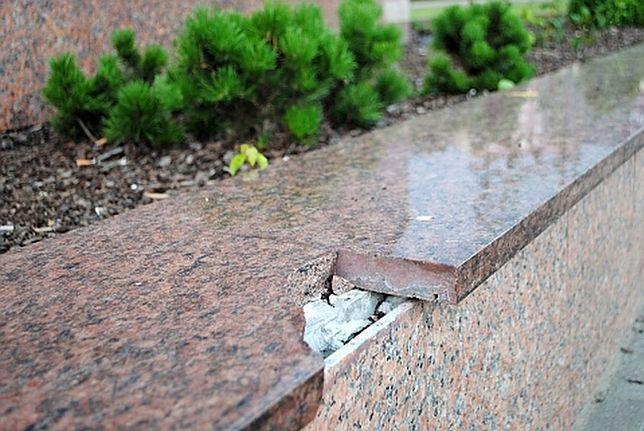 Skejterzy zniszczyli fontannę!