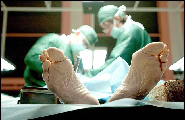 Na całym świecie istnieją różne procedury potwierdzające zgon.
