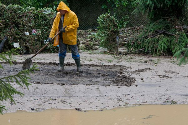 Trwa sprzątanie i szacowanie strat po gwałtownych nawałnicach w miejscowości Głuchołazy