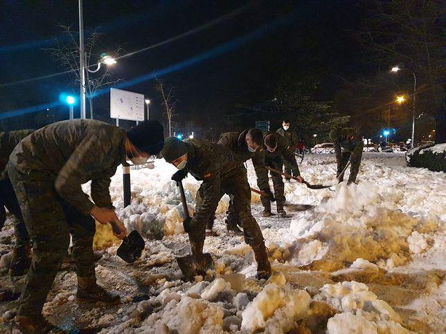 Hiszpania, Madryt. Wojsko zaangażowane w walkę ze śniegiem