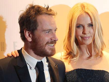 Charlize Theron chce Oscara dla Michaela Fassbendera