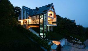 Dom jak zamek na skale. Triumf prostoty i geometrii
