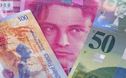Przewalutowania kredytów we frankach nie będzie. Banki, MF i NBP chcą storpedować pomysł szefa KNF