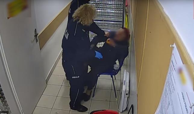 Policjanci szarpali 82-latkę. Jest proces