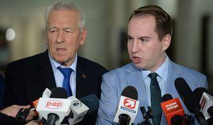 Przewodniczący koła poselskiego Wolni i Solidarni Kornel Morawiecki oraz Adam Andruszkiewicz