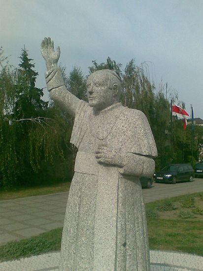Najbrzydszy pomnik papieża w Polsce?
