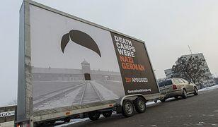 """Wyruszył mobilny billboard z napisem """"Death Camps Were Nazi German"""""""