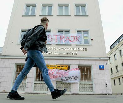 Strajk nauczycieli trwa, jednak pierwsze placówki odłączają się od protestu.
