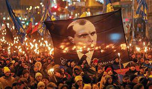Ukraina. Marsz z okazji rocznicy urodzin Stepana Bandery w Kijowie. Ponad tysiąc osób na ulicach