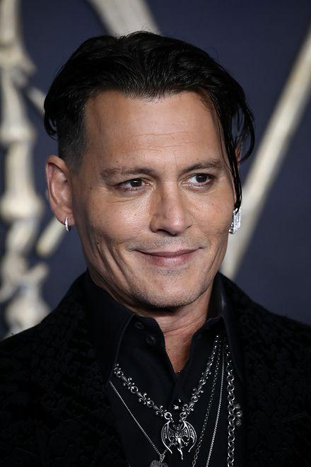 Depp na premierze filmu ''Zbrodni Grindelwalda''. Wygląda jak czarnoksiężnik