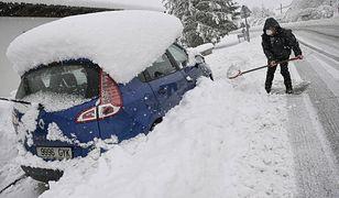 Hiszpania przysypana śniegiem. Nie żyje kierowca pługa