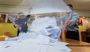 Wyniki wyborów 2020 i problemy Polonii. Pakiety dotarły za późno lub... wcale. W jednym kraju Polaków nie wpuszczono do miasta z obwodową komisją wyborczą