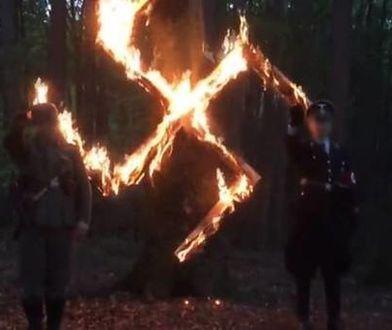 """Kadr z materiału """"Superwizjera"""" o polskich neonazistach"""