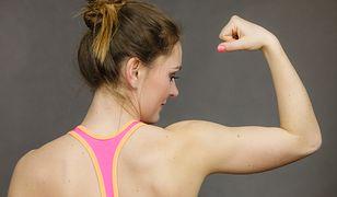 Ćwiczenia na pelikany. Jak pozbyć się obwisłej skóry ramion?