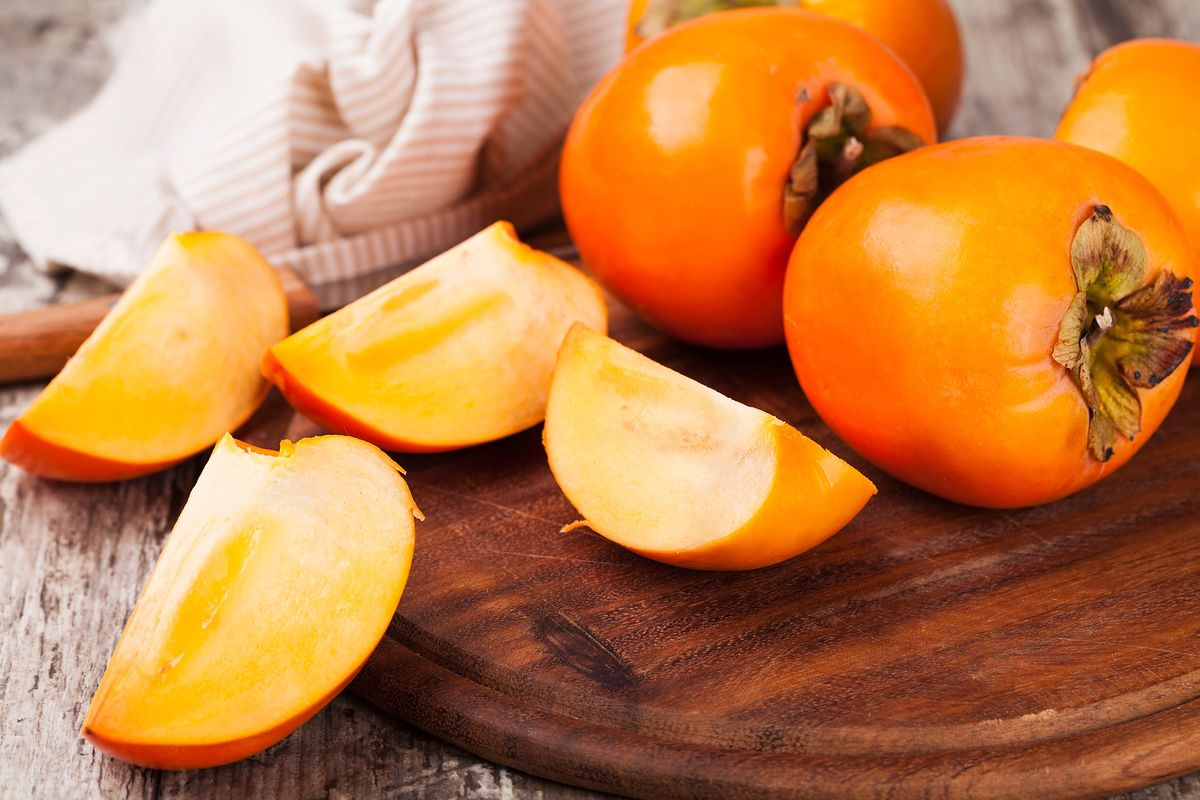 Kaki (persymona) to jeden z najpopularniejszych jesiennych owoców