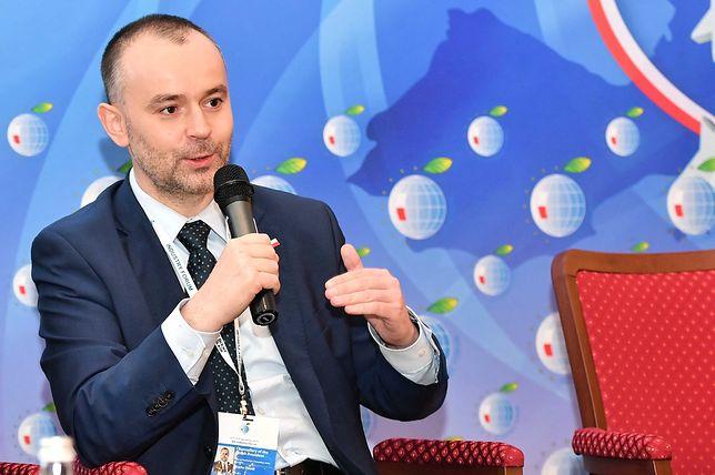 Za służbowy lokal Paweł Mucha płacił ponad 700 złotych miesięcznie