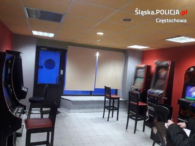 Policjanci z Częstochowy znaleźli i przejęli 12 automatów do gier hazardowych.