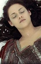 ''Snow White and the Huntsman'': Florence oddycha życiem