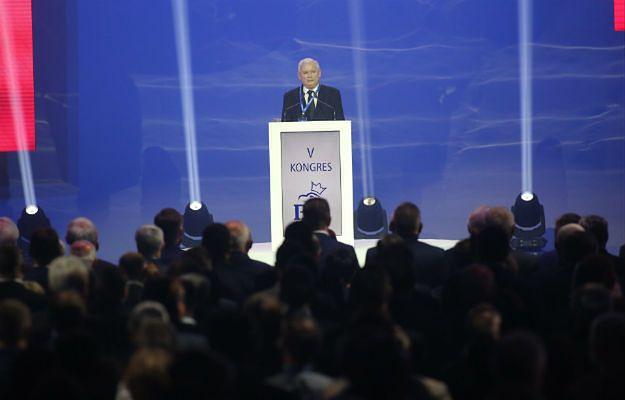 Jarosław Kaczyński znowu im to zrobił. Prezes PiS zmienia zdanie, a jego ludzie muszą świecić oczami