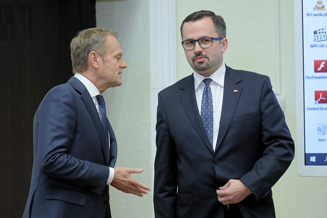 Komisja śledcza kierowana przez posła PiS Marcina Horałę chce postawić Donalda Tuska przed Trybunałem Stanu. Na zdjęciu były premier i szef komisji podczas przesłuchania 17 czerwca 2019 r.