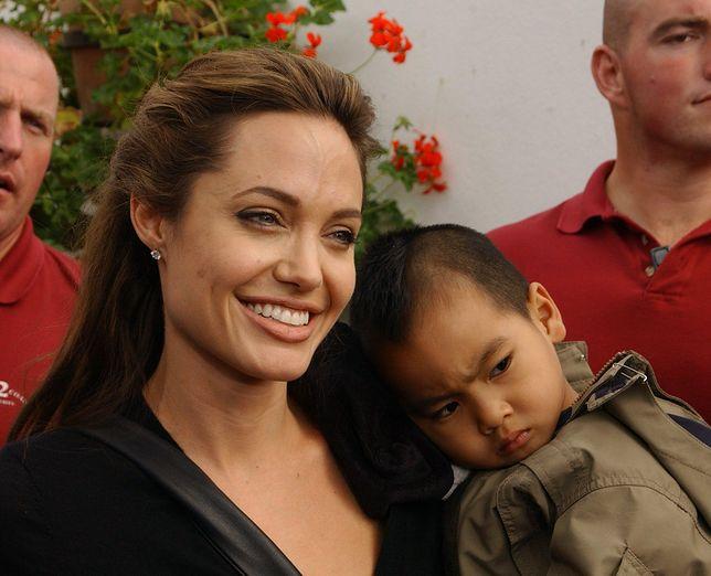 Angelina Jolie z synem Maddoxem w 2005 roku
