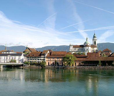 Solura położona jest w północno-zachodniej części Szwajcarii