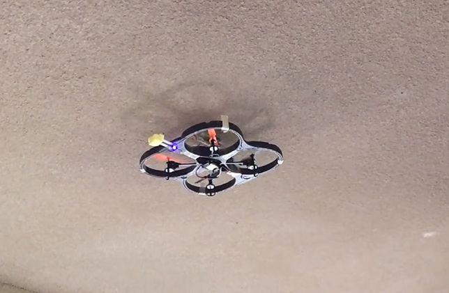 Dron, który może wylądować na ścianie lub suficie