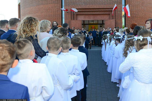 Koronawirus w Polsce. Pierwsza Komunia Święta może się nie odbyć