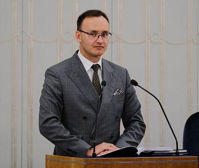 Rzecznik Praw Dziecka odpowiada Robertowi Mazurkowi. Chodzi o telefon zaufania