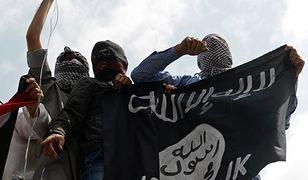 Czarna flaga używana przez Państwo Islamskie i ich zwolenników