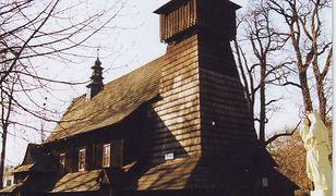 Śląskie. Drewniany kościół w Gilowicach należy do najpiękniejszych na Żywiecczyźnie.