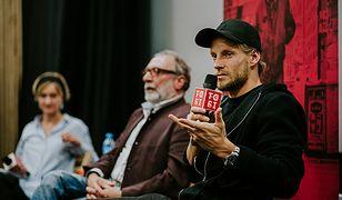 """Spotkanie z Sebastianem Fabijańskim oraz reżyserem konkursowego filmu """"Gwiazdy"""" - Janem Kidawą-Błońskim."""