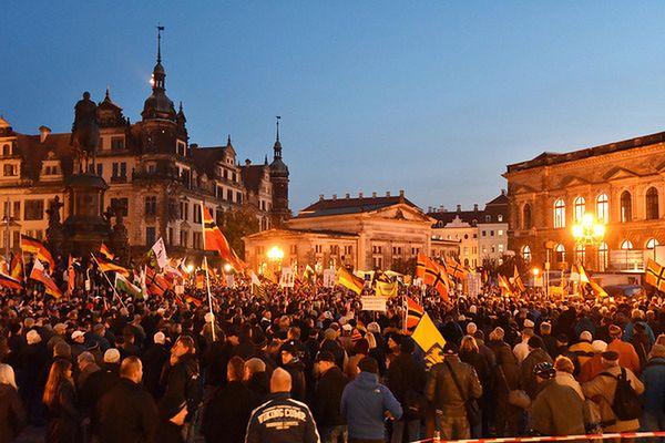 W Dreźnie znów 9 tys. osób demonstrowało przeciwko imigrantom