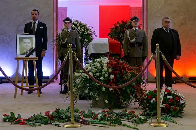 Wartę honorową przy trumnie Jana Olszewskiego pełnili Michał Rachoń i Tomasz Sakiewicz