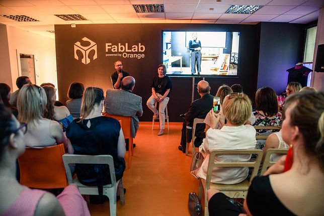 Prezentacja projektów w FabLab powered by Orange.
