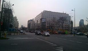 """Ulica Żelazna zyskała nowe oświetlenie. """"Wymieniono 65 słupów"""""""