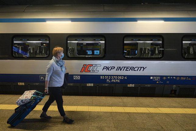 Zmieniamy czas na letni, pociągi przyjadą z opóźnieniem