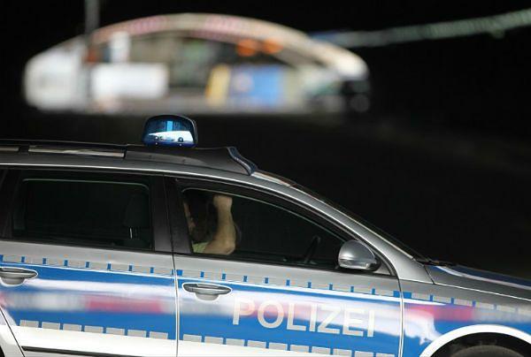 Trzej nastolatkowie z Afryki Północnej chcieli ukamienować dwie transseksualistki w Dortmundzie