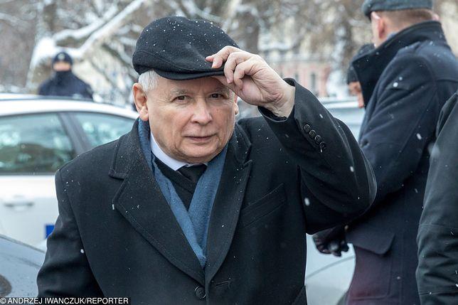 Kontrowersyjna scena, gdzie wspomniany jest Jarosław Kaczyński, wypadła ze scenariusza