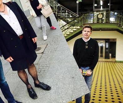 Wykładowca Politechniki Warszawskiej walczy o prawo do noszenia... spódnicy. Spotkał go Filip Chajzer