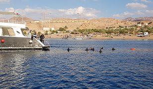 Akaba to duże, przyjazne miasto ze swobodniejszą niż w innych częściach Jordanii atmosferą, dużą liczbą hoteli, knajpek i... sklepów z alkoholem