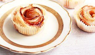 Róże z jabłek i ciasta francuskiego